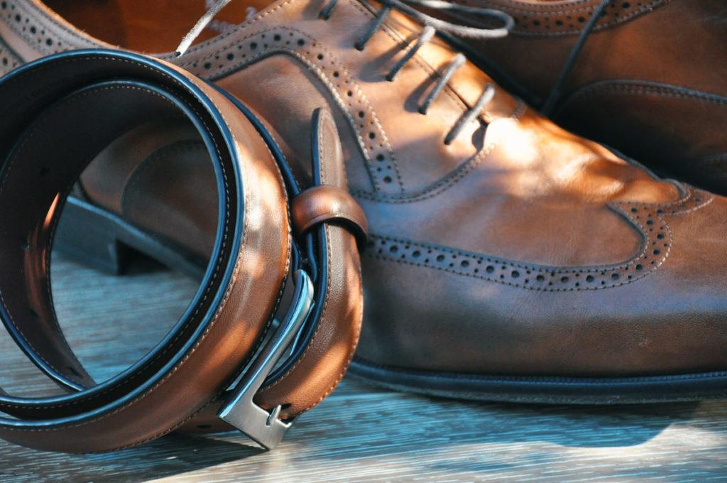 革ベルトと靴